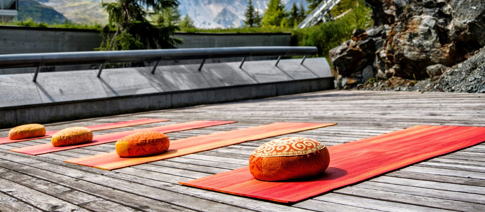 Tschuggen Grand Hotel_Wellness_Outdoor Yoga